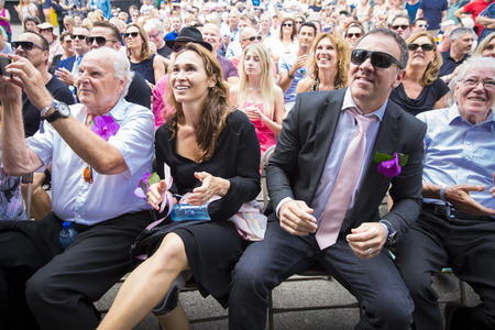 identidad cultural: Amsterdam, the Netherlands - July 23, 2016: wedding ceremony of Lucien Spee, director from Amsterdam Gay Pride  association, and Victor at Vondelpark during Pink Saturday Gay Euro Pride celebrations