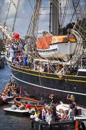identidad cultural: Amsterdam, the Netherlands - August 06, 2016: people partying on 3 mast sailboat Clipper Stad Amsterdam during annual event for the protection of human rights and civil equality Gay Pride Parad Editorial