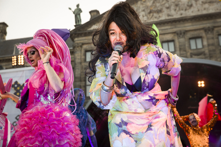 identidad cultural: Amsterdam, the Netherlands - July23, 2016: opening party on Dam square during Pink Saturday celebrations of the Gay EuroPride