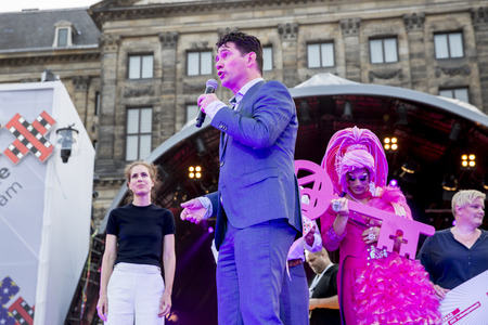 identidad cultural: Amsterdam, the Netherlands – July23, 2016: opening party on Dam square during Pink Saturday celebrations of the Gay EuroPride Editorial