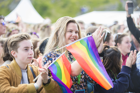 tolerancia: Traena, Norway - July 7 2017: happy audience cheering with emotion during concert of Norwegian gay choir Oslo Fagittkor at Traenafestival, music festival taking place on the small island of Traena