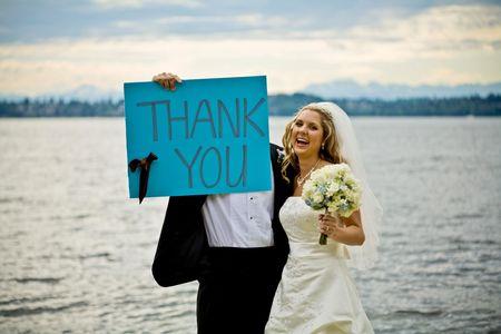 to wed: Un paio di appena mercoled� in mano un segno di ringraziamento