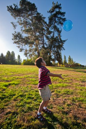 burbank: An Asian boy is tossing up a plastic disc at Luther Burbank park Stock Photo