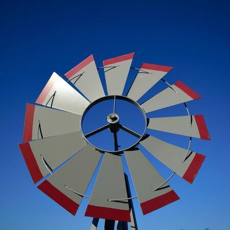 Detalle del molino de viento del primer