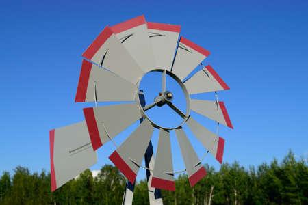 Molino de viento Veleta el día de verano