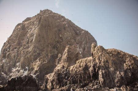 Roca del Haystack en Oregon que se avecina en el sol Foto de archivo - 55089836