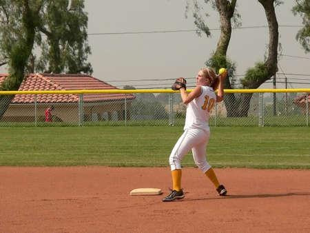 usunięta: Dziewczyna Softball Player (znaki towarowe usunięty)