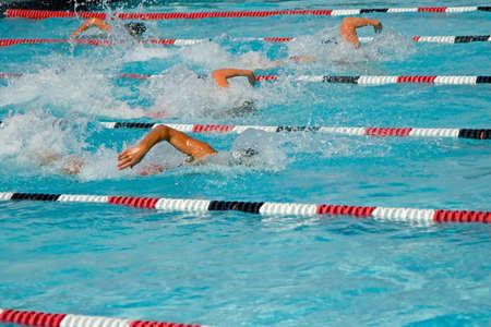 concurrencer: Les nageurs de comp�tition difficile dans la Ligue secondaire championnats