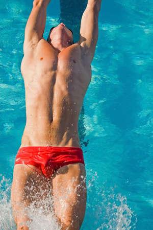 concurrencer: Les nageurs de comp�tition difficile dans le lyc�e championnats de ligue  Banque d'images