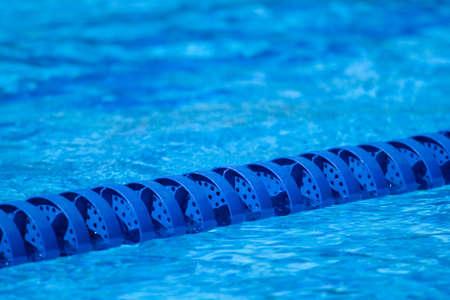 waterpolo: Un carril de marcador de una piscina de nataci�n raza