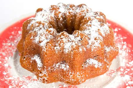 plato del buen comer: A bundt delicioso pastel de chocolate con topping de az�car en polvo  Foto de archivo
