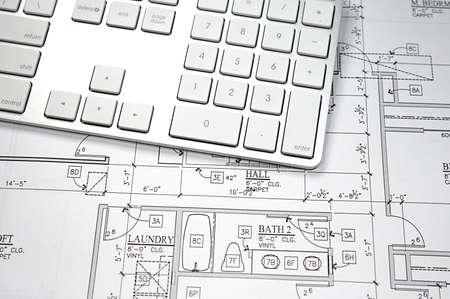 현대 건축가 사무실 청사진 및 컴퓨터 키보드 스톡 콘텐츠