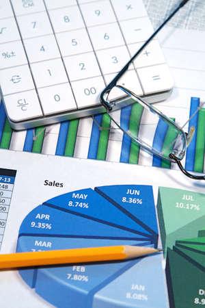 diagrama circular: Una estrategia de negocio con gr�ficos a color y una calculadora