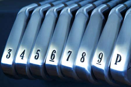ゴルフクラブのアイアンのブランドの新しいセット