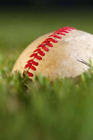 사용 된 야구에 솔기의 매크로보기를 닫습니다 스톡 콘텐츠