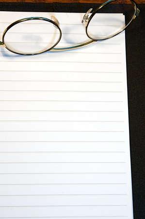 ジャーナルや日記ページ、空白とテキストの準備が並ぶ。 写真素材