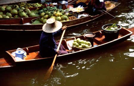 The floating markets of Damnoen Saduak, Thailand photo