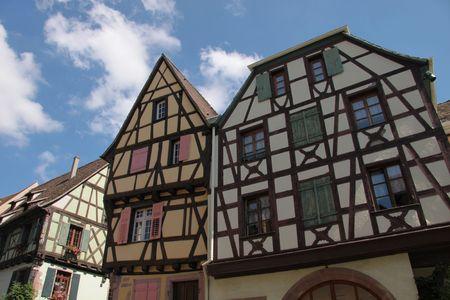 fachwerk: Fachwerkh�user im Dorfkern in Riquewihr, Elsass