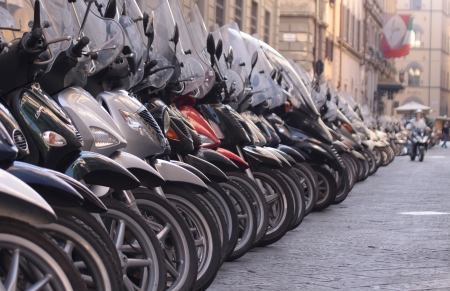 vespa: Number of scooters in the old town of Florence, Italy Stockfoto