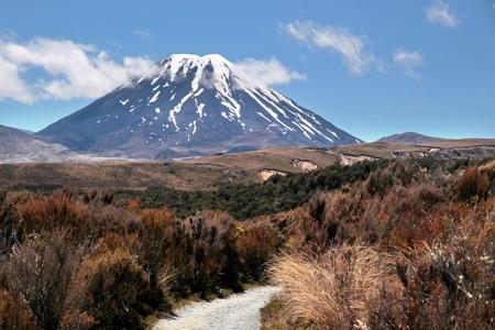 tongariro: Monte Ngauruhoe en el Parque Nacional de Tongariro, Manawatu-Wanganui, Nueva Zelanda
