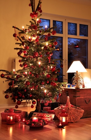 Illuminated Christmas tree in German home with candlelights Stock Photo - 10670135