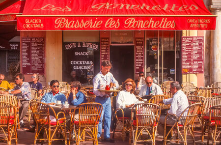 french riviera: Street cafe in Nice
