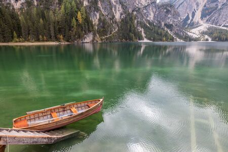Beautiful old rowing boat made of wood at Lake Braies, South Tyrol, Italy Stockfoto