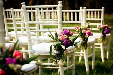 свадьба: Красивые свадебные украшения из цветов Фото со стока