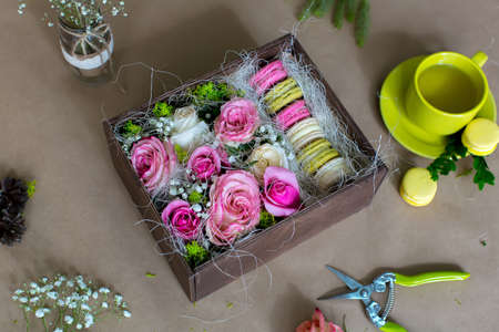 flower box: Preparation of flower box with macaroons