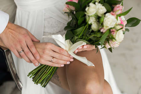 Hands with rings Groom putting golden ring on brides finger during wedding ceremony Standard-Bild