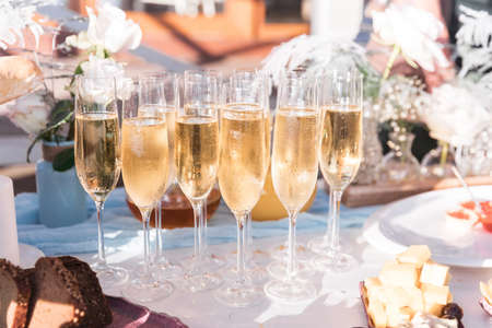 Glasses of chilled champagne stand on a table with a tablecloth for a welcome treat for guests of the event Stockfoto