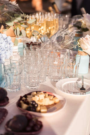 Empty glasses on the table. Glasses stand on a catering table Stockfoto