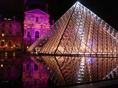 louvre pyramid: Louvre pyramid at night
