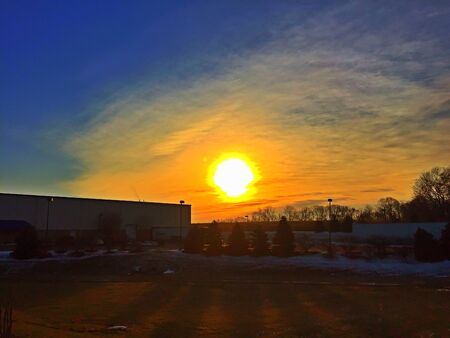 industrieel: The sun rises over an industrial business park. Beautiful juxtaposition of nature and industry.