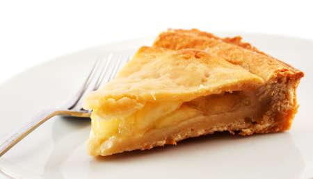 szarlotka: plasterek apple pie na białej płytce