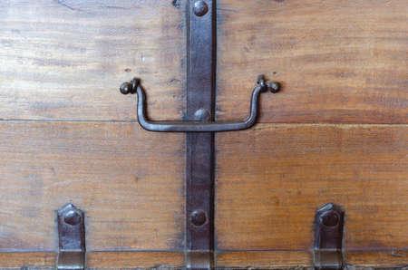 handle: Metal handle