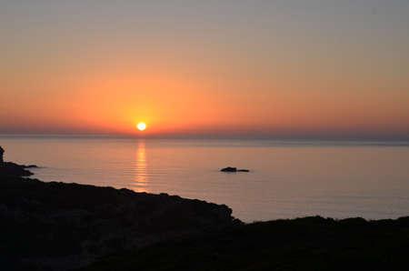 Sonnenaufgang nahe Sagres in der Algarve, Portugal Standard-Bild