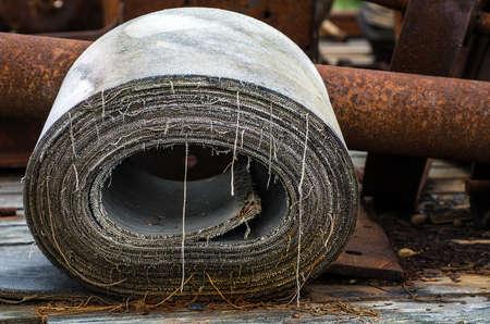 Oud tapijt rollen bij een verlaten onafhankelijkheid van mij, Alaska