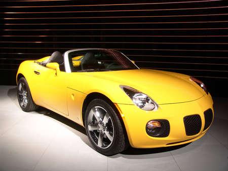 Yellow speedster Redactioneel