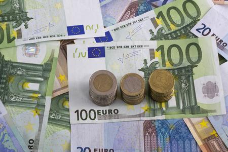 banconote euro: euro banconote monete denaro isolato Archivio Fotografico