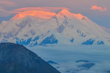 Sunrise view of Mount Denali (mt Mckinley) peak with red alpenglow from Stony Dome overlook. Denali National Park and Preserve, Alaska, United States Stock fotó