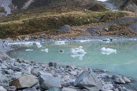 Icebergs on Hooker Lake in Mount Cook National Park, South Island, New Zealand Standard-Bild