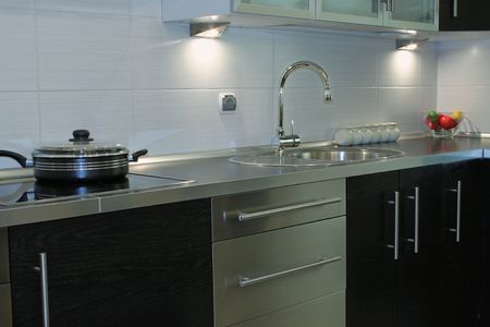 highend: Interessante cucina moderna argento nero  Archivio Fotografico