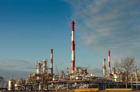benzin: Industrial shot of an oil refinery plant