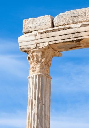 templo romano: Detalles de las antiguas ruinas del templo de Apolo.