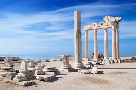 templo griego: Templo de Apolo ruinas antiguas
