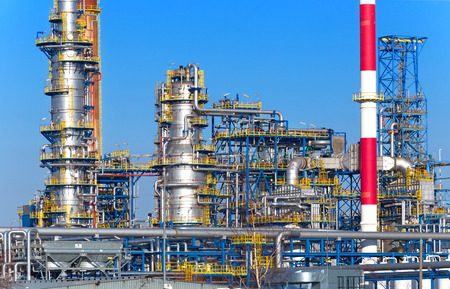 Oil and gas processing plant, refinery. 免版税图像