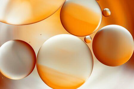 Streszczenie tło, krople wody pomarańczowy.