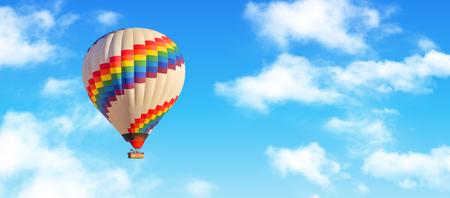 Heißluftballon und blauer Himmel und weiße Wolken