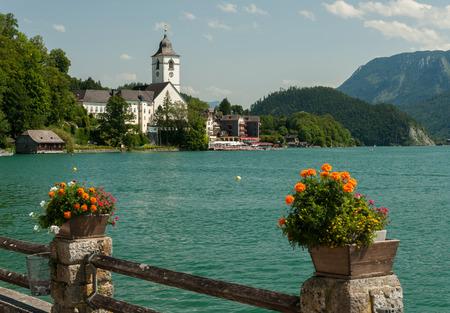 Sankt Wolfgang am Wolfgangsee (Salzkammergut, Austria) in summer blue sky Imagens - 87818973